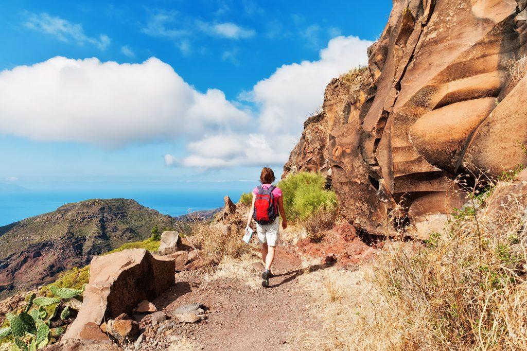 Ulraub-Fewo_0004_Female-hiker-on-a-Mountain-path-Tenerife