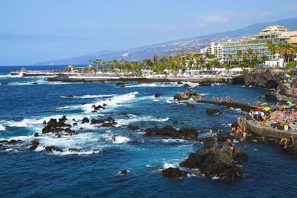 Ulraub-Fewo_0009_Coastal-view-of-Puerto-de-la-Cruz-Tenerife-Canary-Islands